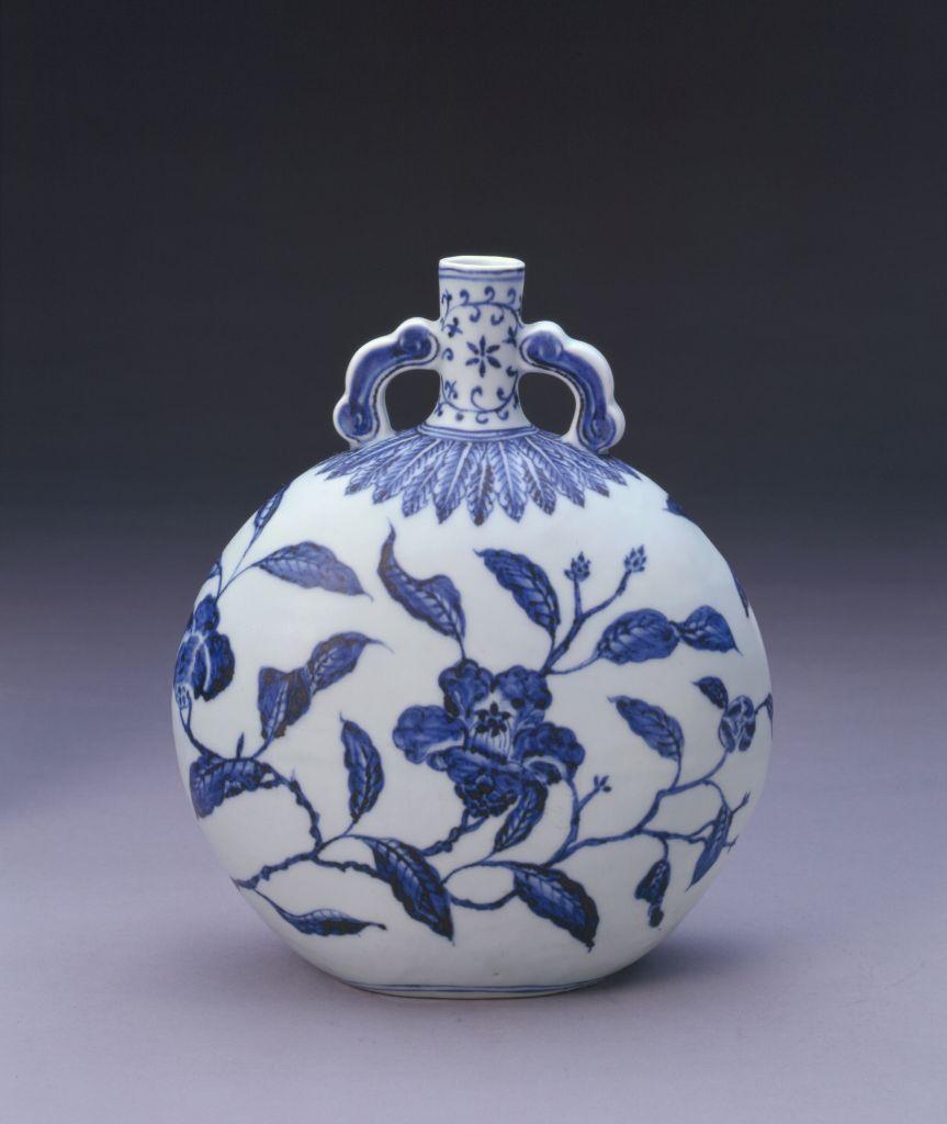 青花折枝茶花纹如意耳扁壶 故宫博物院